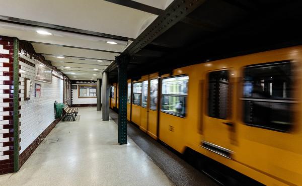 Földalatti train passing Vörösmarty utca