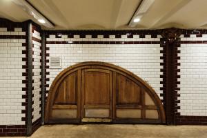 Holzvertäfelung im Földalatti-Bahnhof Opera