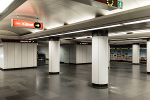 Central platform of Batthyány tér station