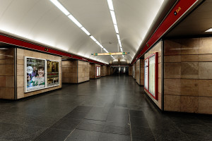 Middle aisle of M2 line at Deák Ferenc tér