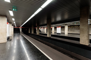 Bahnsteige im Bahnhof Puskás Ferenc Stadion