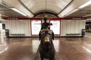 Statue im Bahnhof Kossuth Lajos tér