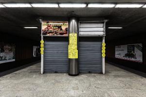 Snack stall inside Lehel tér station