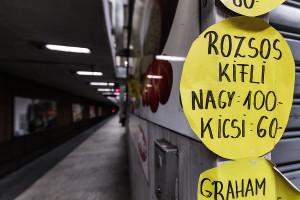 Price labels of the snack stall inside Lehel tér station
