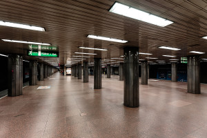 Colonnade inside Arany János utca station