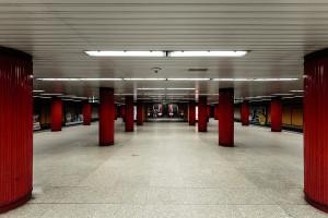 Central platform of Klinikák station