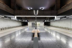 Symmetry of II. János Pál pápa tér station