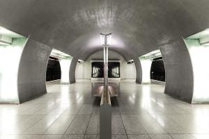 Symmetrie des Bahnsteigendes der Station Rákóczi tér