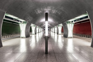 Symmetry of the Rákóczi tér station's middle aisle