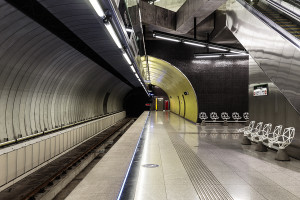 Tunnel tube and platform of Fovám tér station