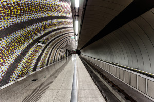 Tunnel tube and platform of Szent Gellért tér station
